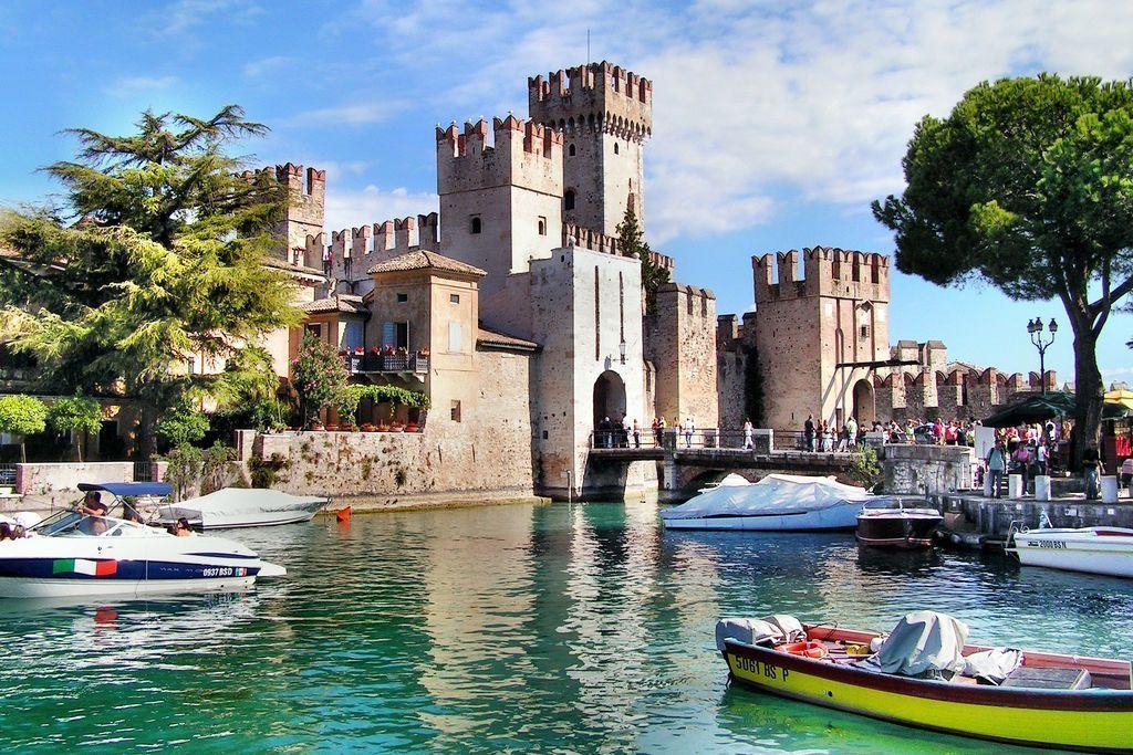 sirmione-castle-lake-garda-lombardy-italy